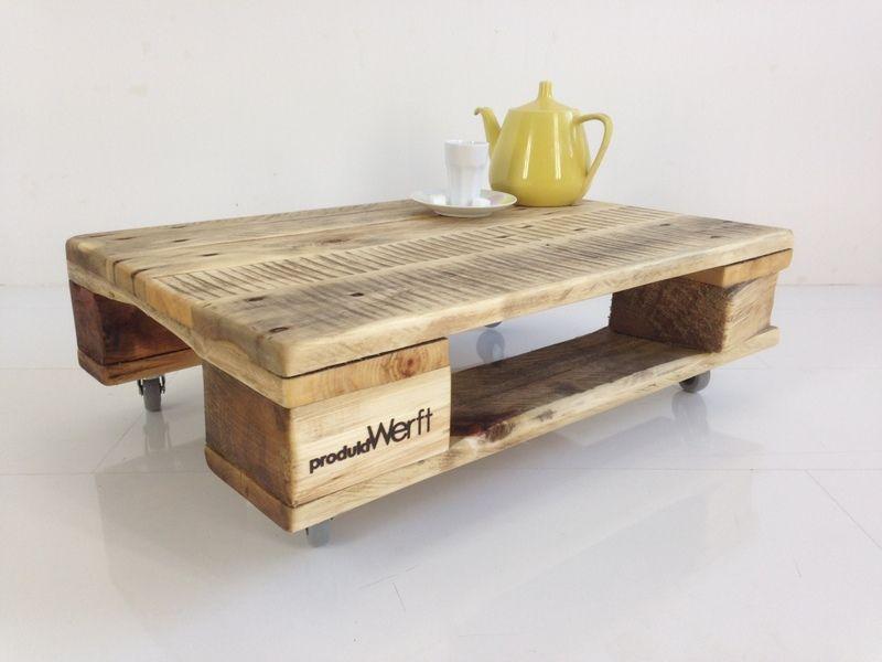 Diesen schlichten Tisch haben wir aus einer alten Industriepalette gefertigt.  Durch eine liebevolle Behandlung mit biologischem Möbelöl wird das ...