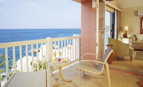August Stay: The Reefs. All rooms allow you to overlook the ocean. #stayBermuda