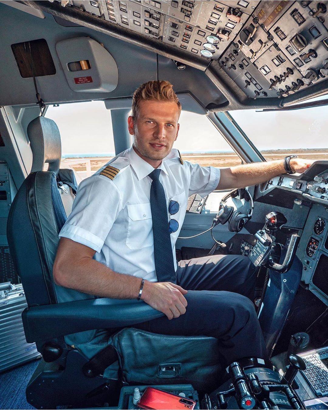 airline pilot,pilot,pilots,airlines,airline,american