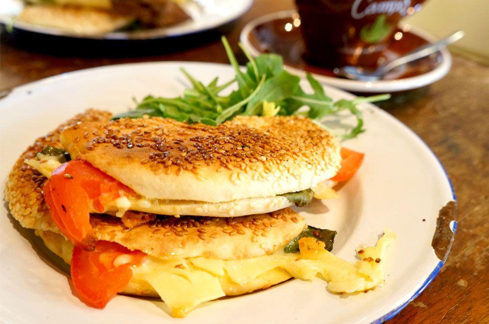 コーヒー・ティー・アンド・ミー Coffee Tea & Me  朝食に嬉しいエスプレッソとベーグルが美味しいカフェ