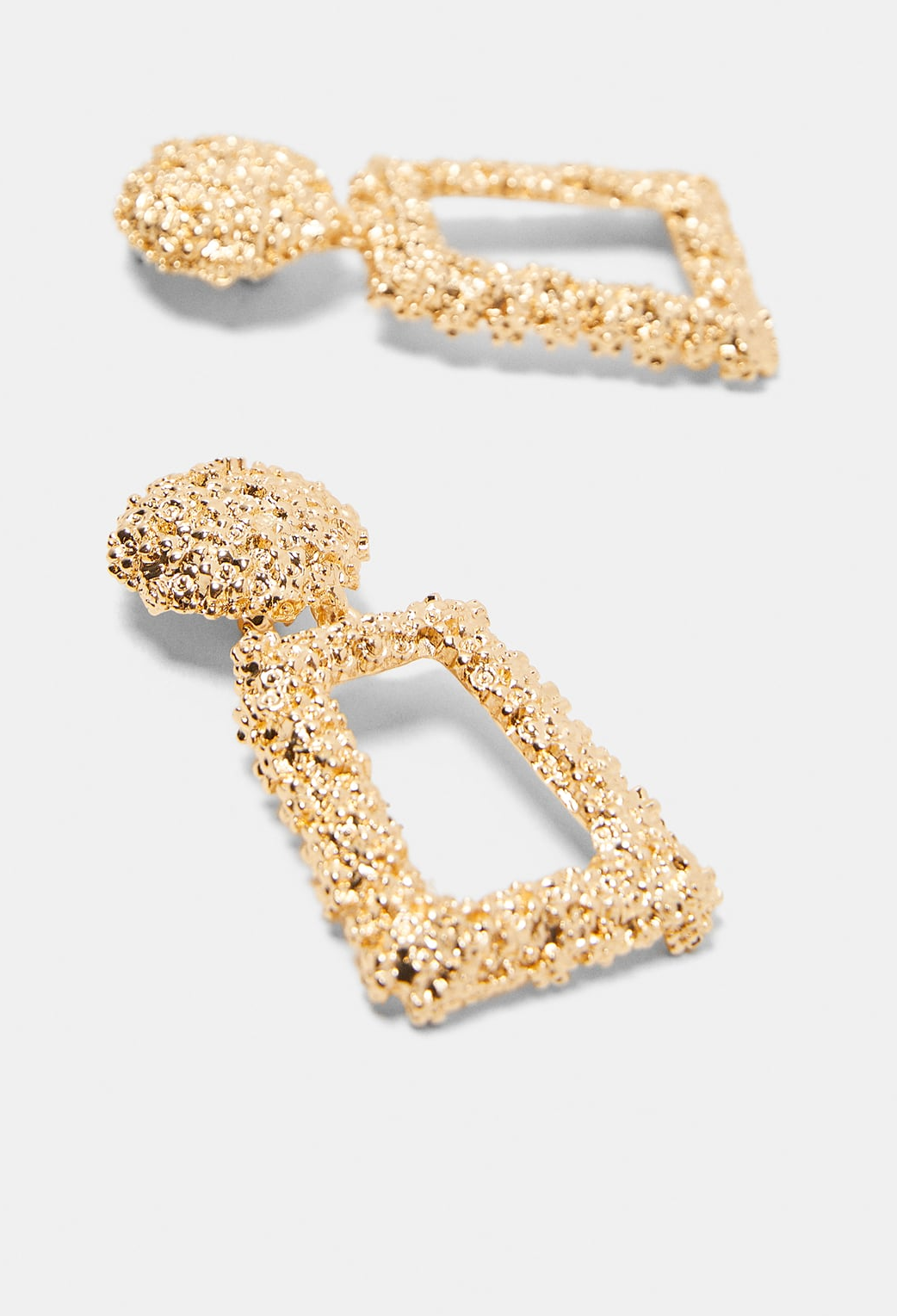 Musthave: Squared Earrings