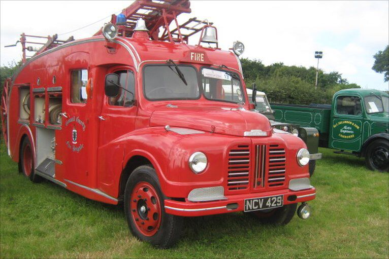Image from http://news.bbc.co.uk/media/images/48750000/jpg/_48750622_carnhellgreenvintagerally029.jpg.