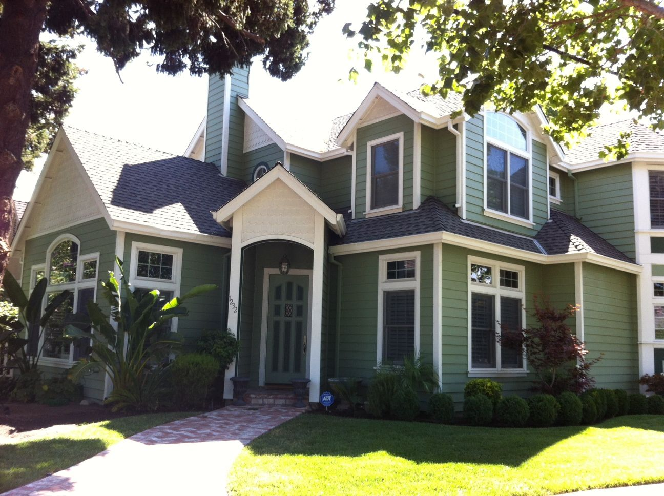 Extreme Makeover Flowers Edition Exterior House Paint Well It S Green House Paint Exterior House Exterior Color Schemes Craftsman Home Exterior