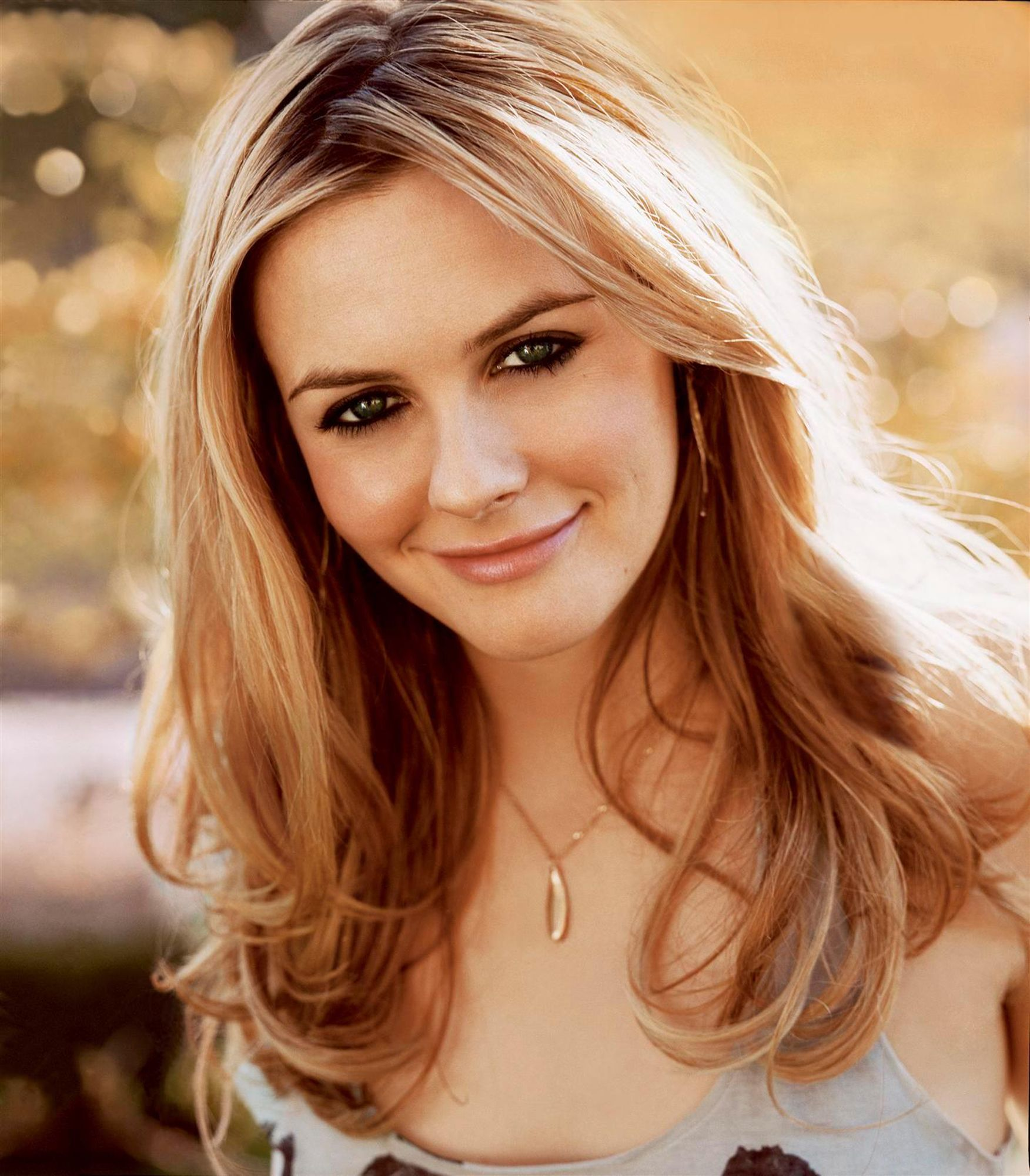 Alicia Silverstone Hd Wallpapers For Desktop Download