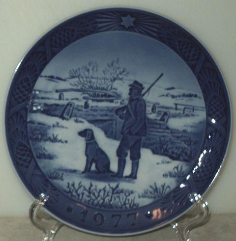royal copenhagen christmas plate 1977 immerval bird hunt scene blue holiday - Royal Copenhagen Christmas Plates