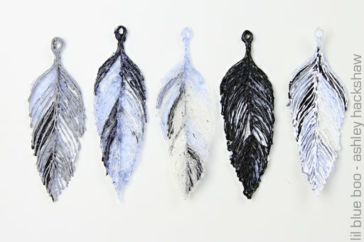 feather pendant 2 long feathers printed blue and white flowers