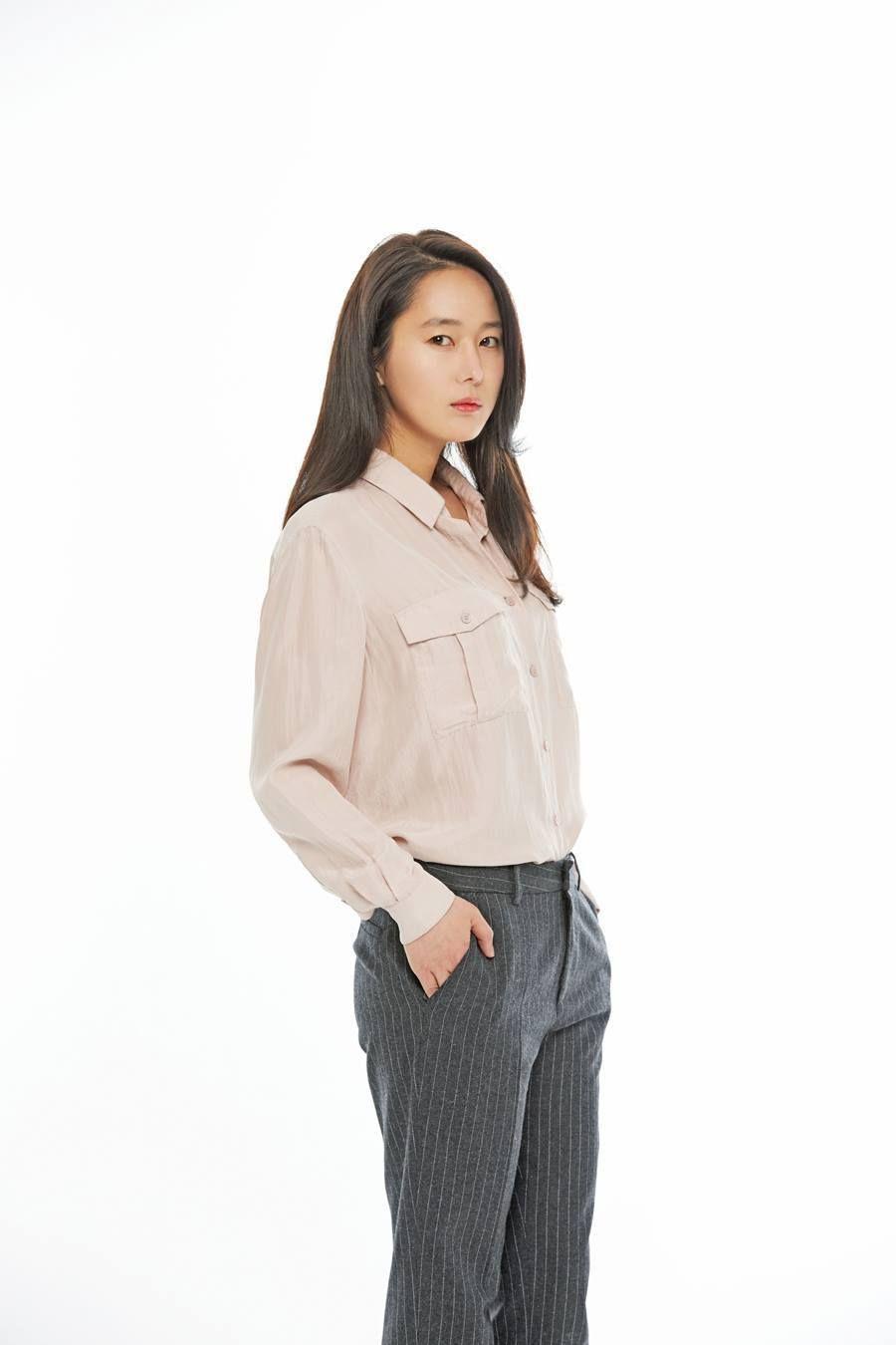 Jin-seo Yoon Nude Photos 9