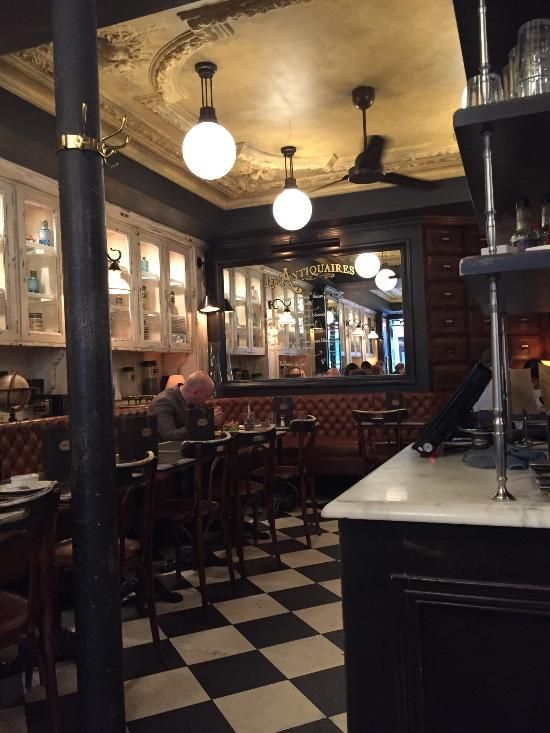 Don T Miss This Cafe Restaurant On The Rue Du Bac Review Of Les