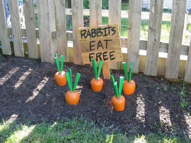 Carottes en bois pour décorer le jardin. 14 Décorations pour le jardin et l'extérieur pour fêter Pâques en toute beauté