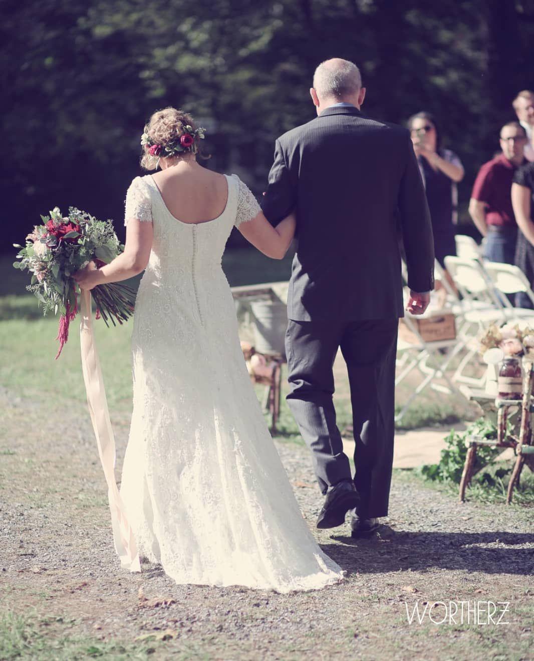 Traureden By Alisa Palm On Instagram Der Einzug Ein Ganz Besonderer Moment Es Gibt Verschiedene Varianten Wie Wedding Dresses Lace Wedding Dresses Dresses