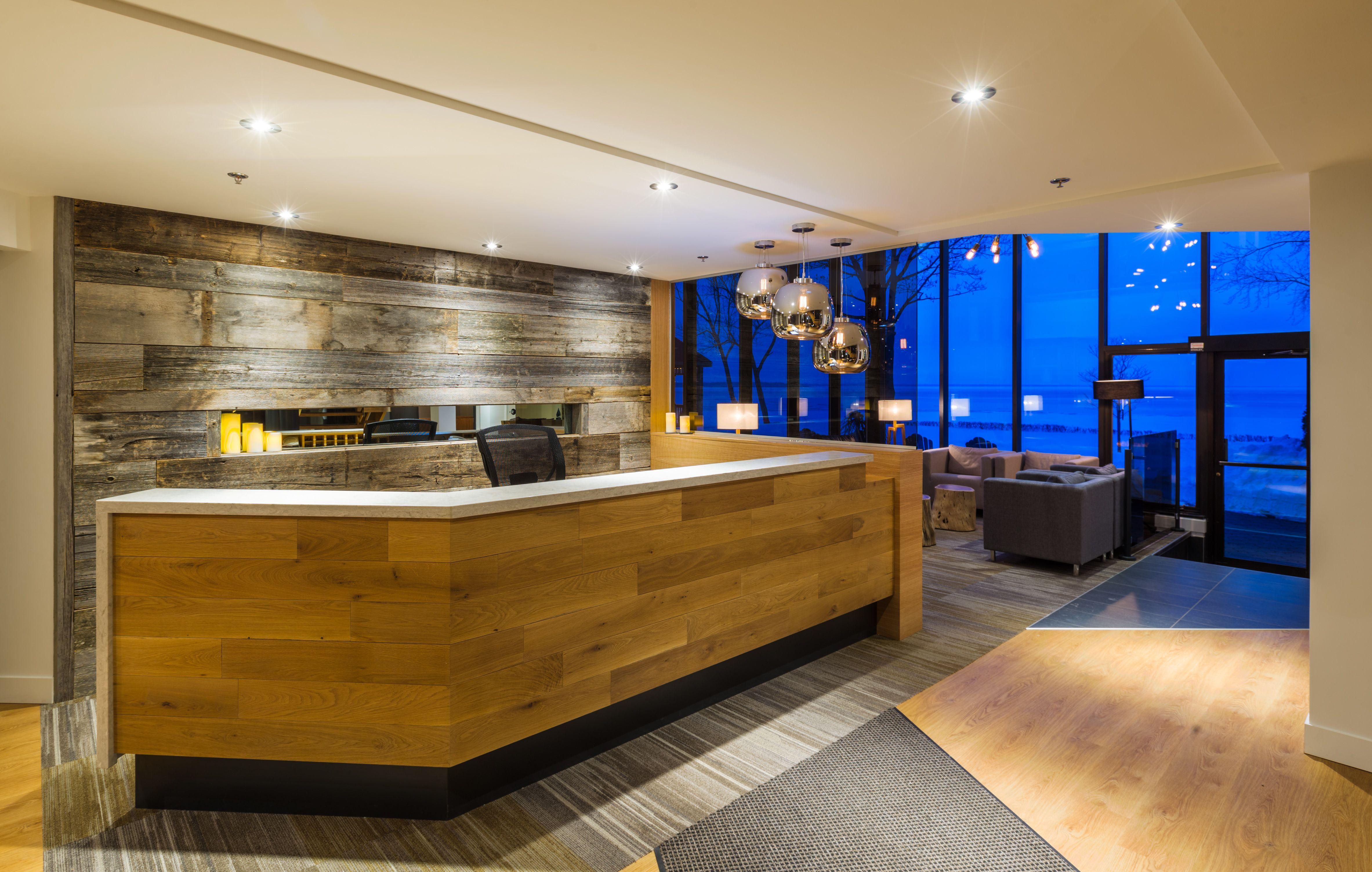 Ilot Central Vitre ~ Auberge Du Lac Saint Pierre Hotel Architecture Interior