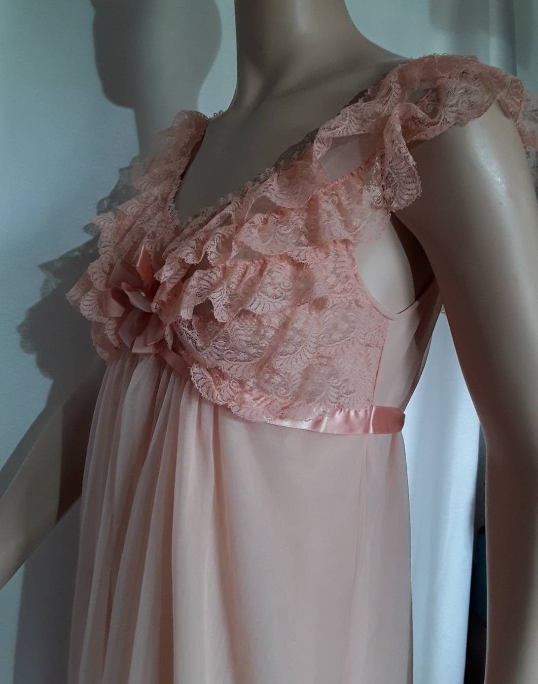 Hand Worked Period Clothing Dress Accessory Pair French Lace Cuffs Ruffled Sleeve