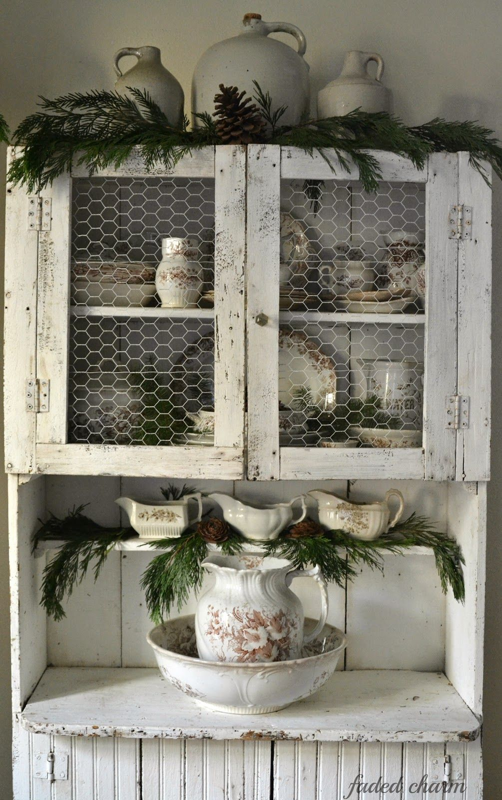 faded charm primitive cupboard pinecones country pinterest weihnachtszeit sch ner. Black Bedroom Furniture Sets. Home Design Ideas