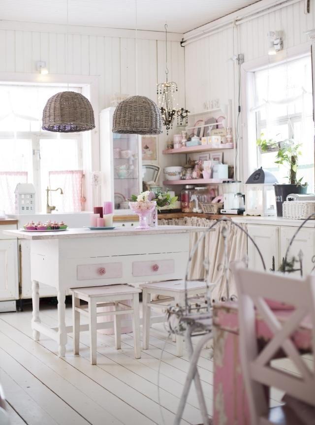 Romanttinen keittiö vanhassa hirsitalossa Unelmien Talo\Koti - shabby chic küche