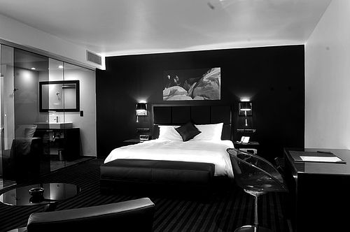 modern bedroom design with black and white | Black & White Bedroom | Luxurious bedrooms, Hotel room ...