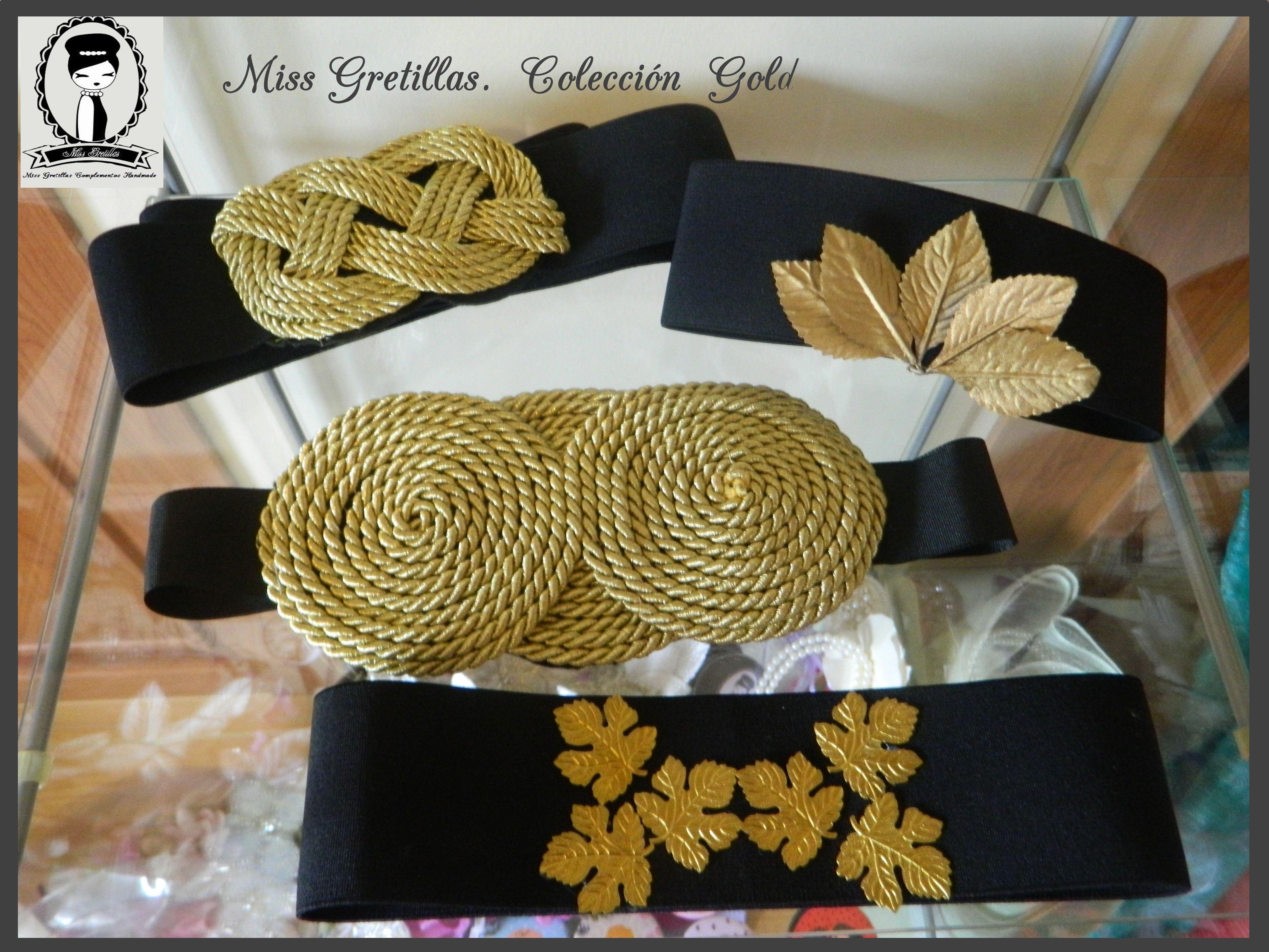 Cinturones con cordón dorado.