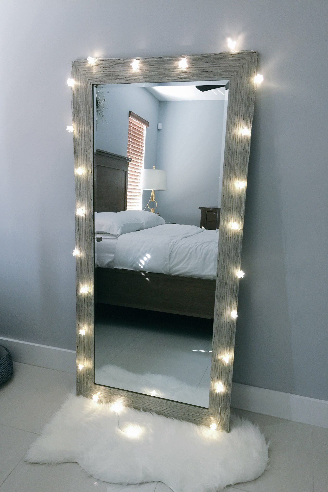 Create A Luxurious And Unique Decoration For The Kids Room Using Most Mirrors