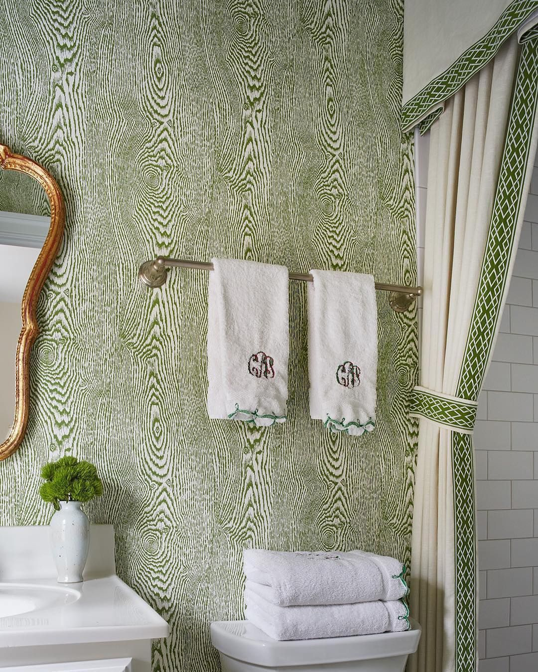 Woods Wallcovering Can Serve As A Stunning Sophisticated Background Or As A Striking Statement Gooddesi Powder Room Decor Wood Grain Wallpaper Wall Coverings