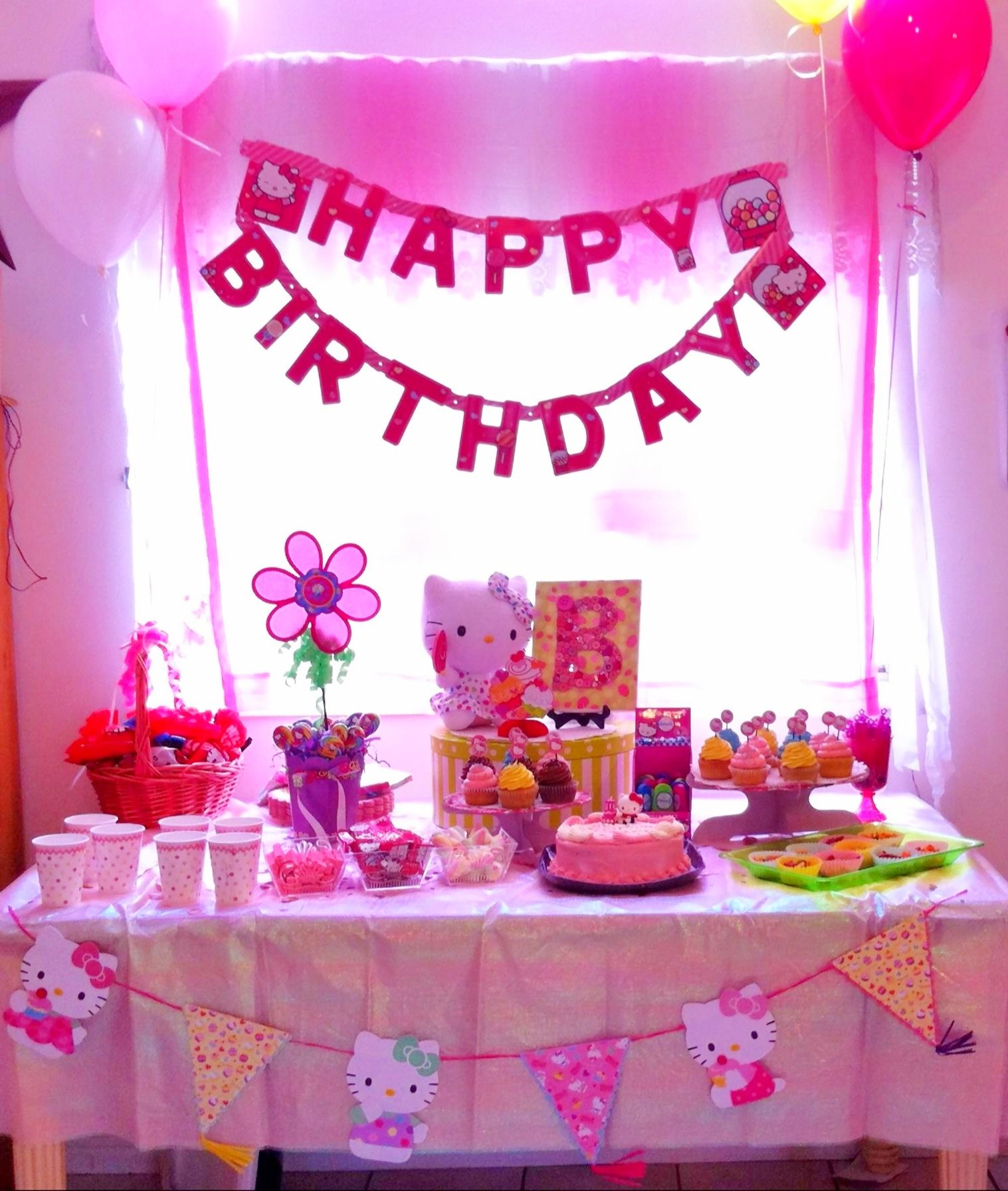 Hello kitty birthday party table decoration Bs 4th Pinterest