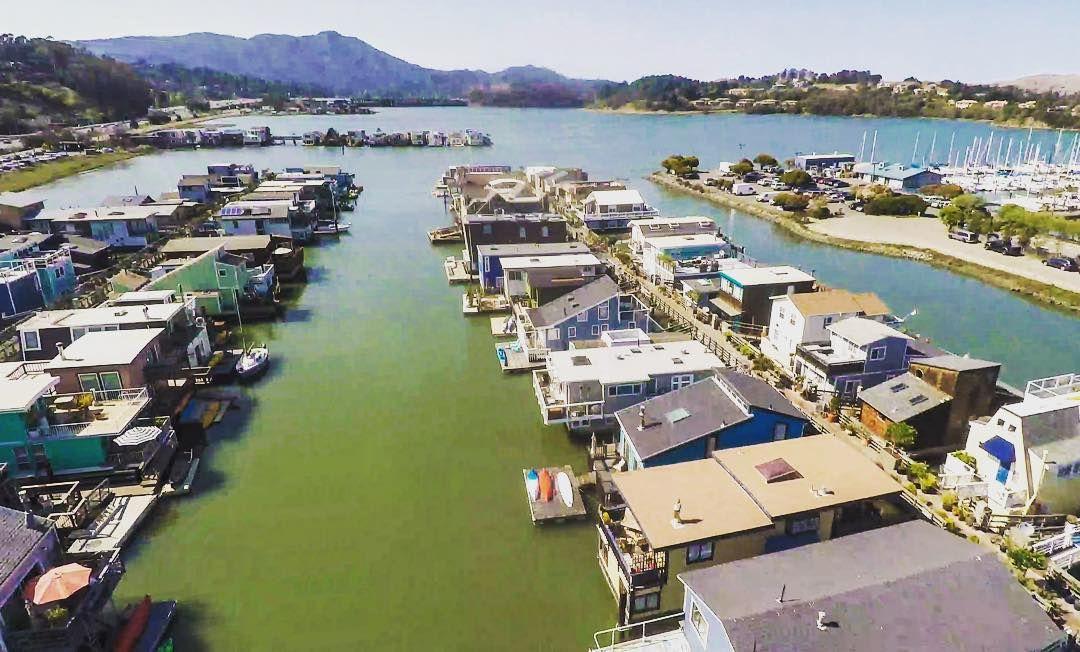 sausalitofloatinghomestourAmazing aerial shot of Gate 6 1/2, East and West Kappas piers taken by Ron Moreland with his drone. #Sausalito #sfbay #mttamalpais #marincounty #houseboat #floatinghomestour #california #dronephotography stanfordcourtsfLovely!