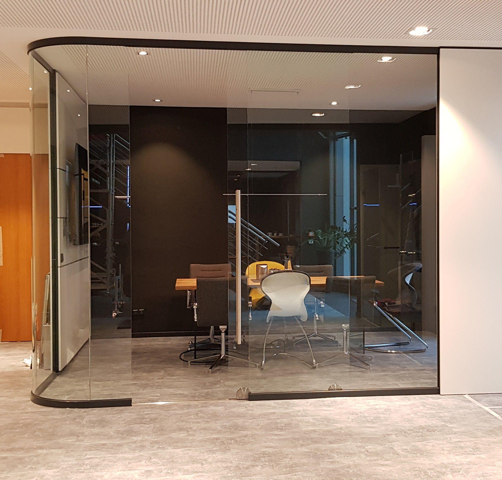 Inspiring Office Meeting Raum Glas Glaslosungen Arbeitsbereich Interior Business Schiebetur Buro Burotrennwande Moderne Arbeitsraume Schiebetur