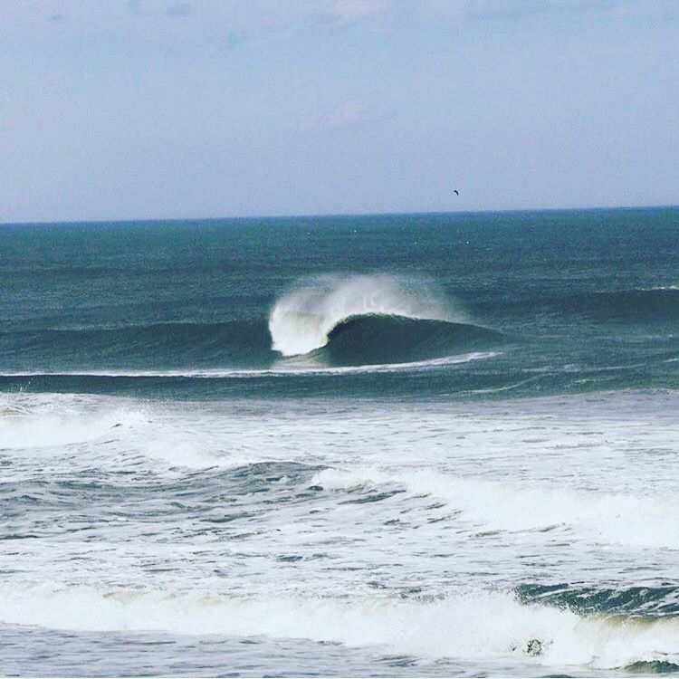 It Might Be Cold In The Outer Banks Of Nc This Time Of The Year But It S Hard To Resist Waves Like These Photo By Gw33to Thesurfs With Images Surfing East