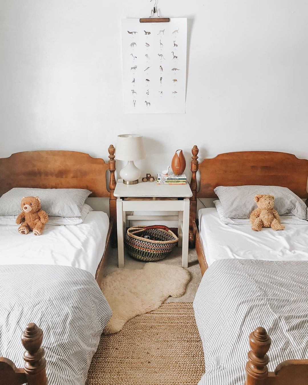 The Right Way To Make Your Bed Our 5 Best Formulas Emily Henderson Ways To Make Your Bed Stylish Beds Cozy Master Bedroom