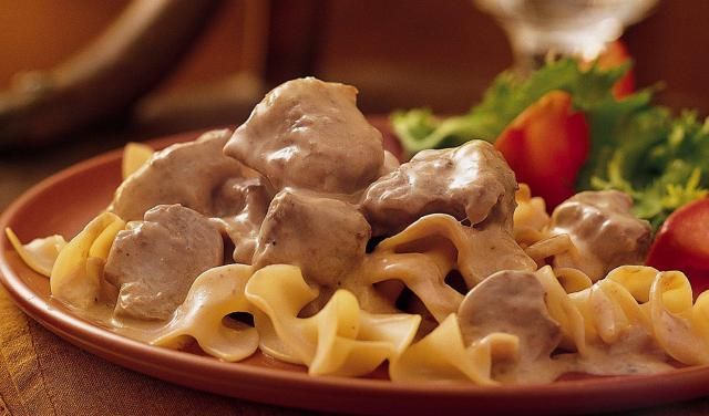 Delicious and Easy Crockpot Beef Stroganoff is Full of Flavor