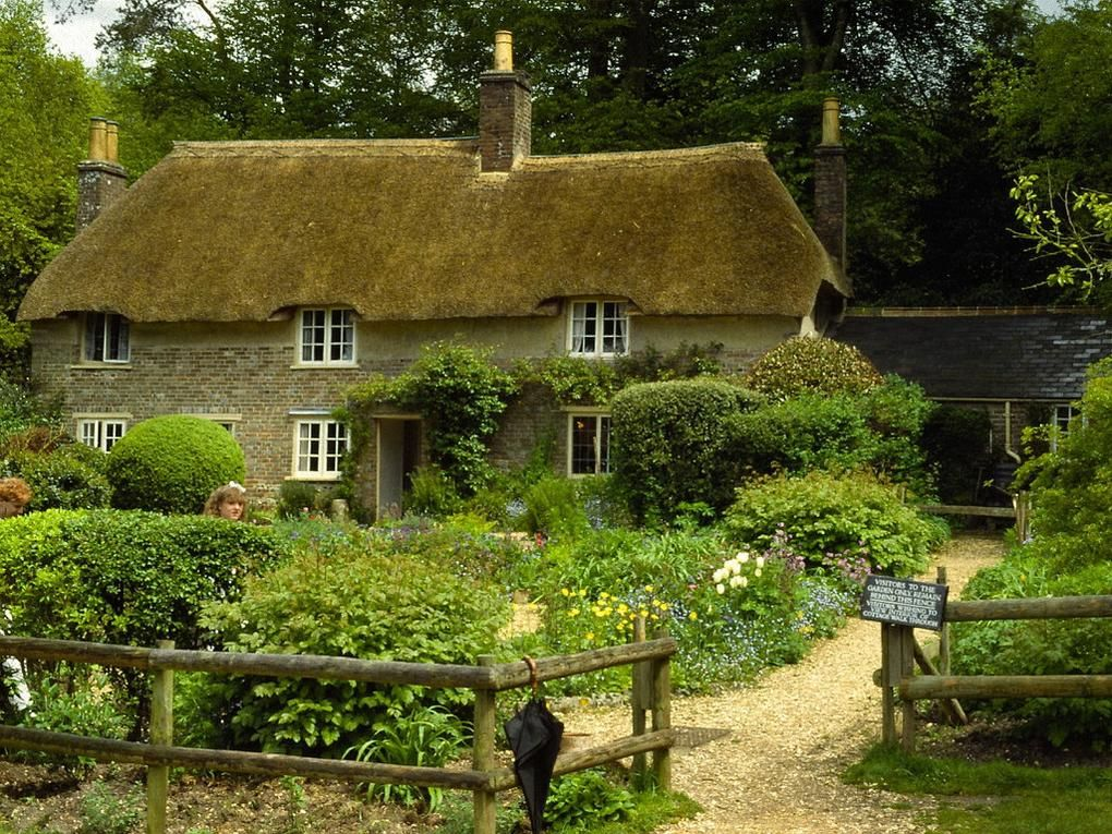 20 Gorgeous English Thatched Cottages Thatched Cottage Country Cottage Decor Dorset Cottages