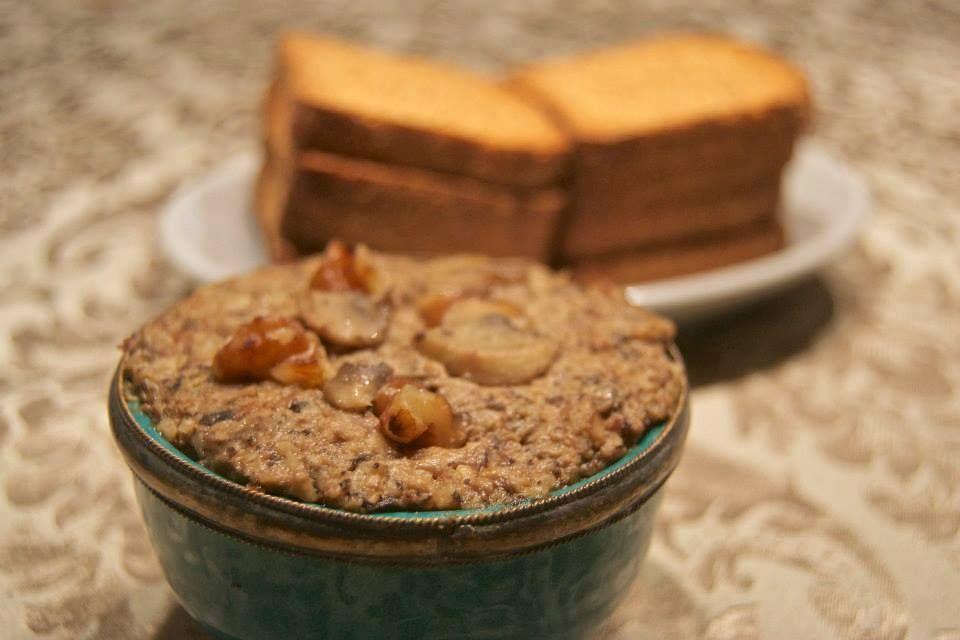 Paté de champiñones y nueces INGREDIENTES – 300gr de nueces peladas – 200gr de cebolla cortada en cuartos – 2 dientes de ajo – 100gr de aceite de oliva