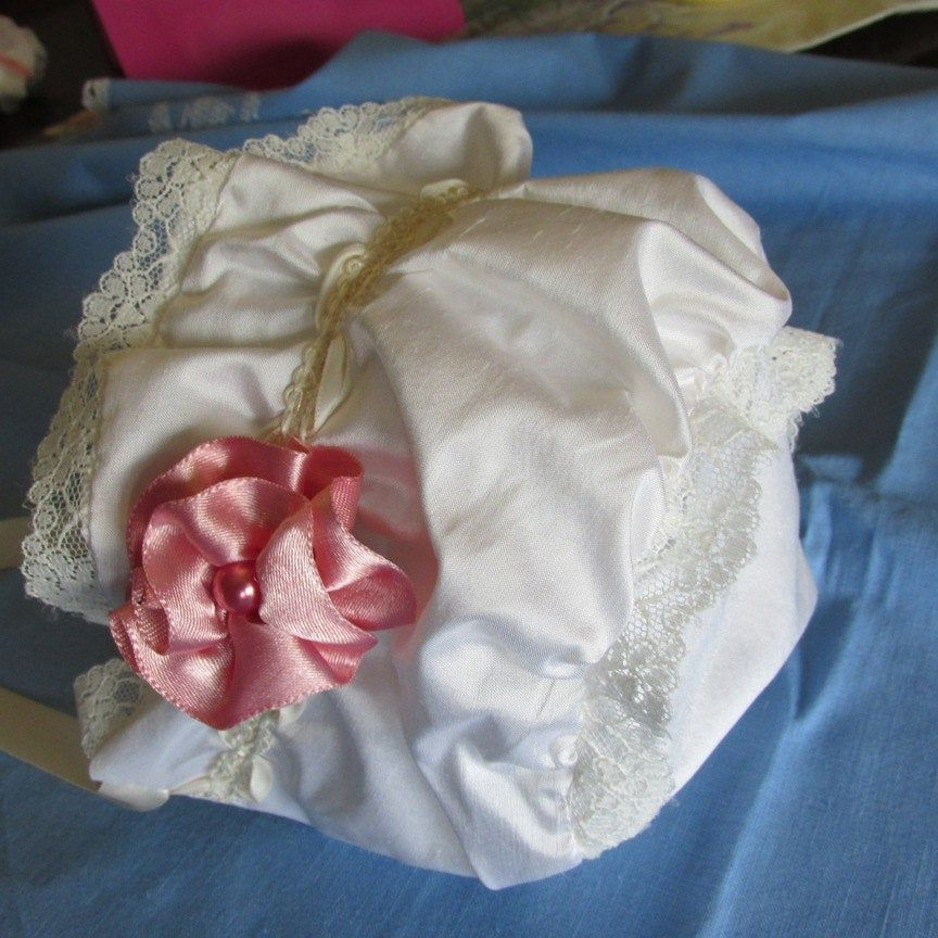 Gathered ivory colored silk bonnet with lace trim #bonnets