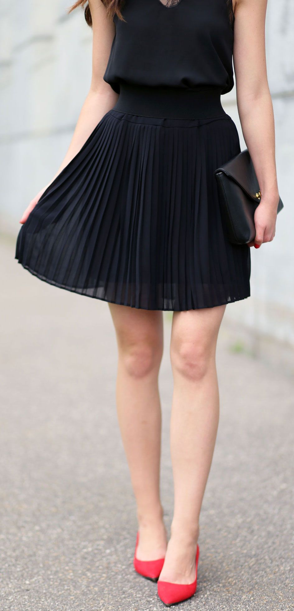 How to style an all black outfit in summer pop of red pumps top