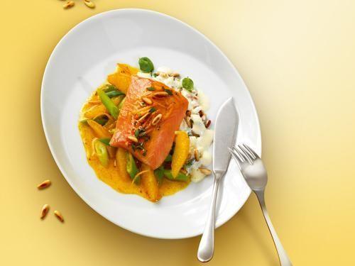 Filet vom Saibling mit Orangen-Vanille-Lauch-Salat und Pinienkern-Basilikum-Kritharaki-Nudeln