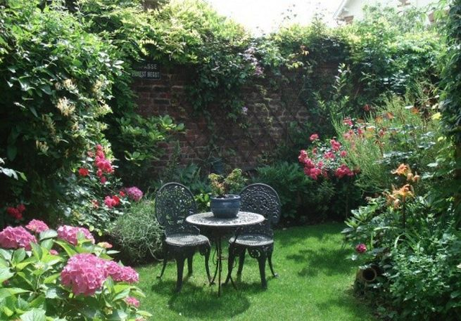 Beau petit jardin petits jardins jardins et petit - Petit jardin romantique tours ...