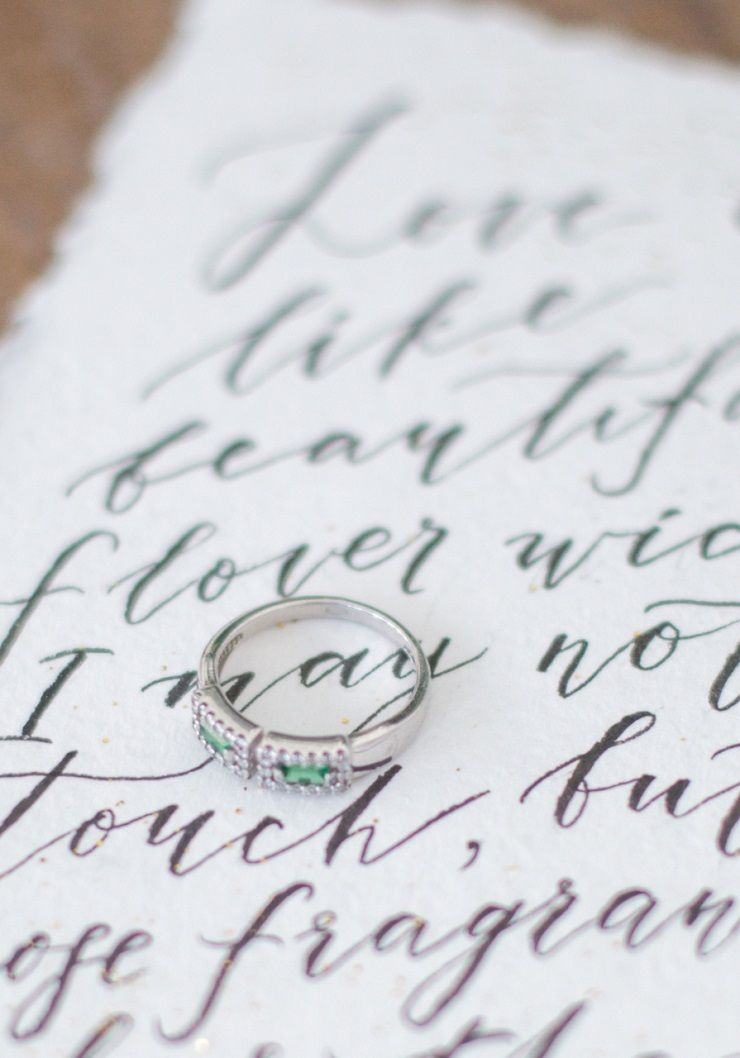 Emerald wedding ring + wedding calligraphy lettering | fabmood.com #wedding #weddingstyledshoot #weddingphotos #weddinginspiration #weddingphotography #fineartwedding #fairytalewedding