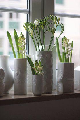 fr hlingsgru von der fensterbank von labelfrei dekoideen pinterest white vases. Black Bedroom Furniture Sets. Home Design Ideas