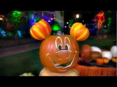 Halloween Time Pumpkin Decorating at Disneyland Park *cute ideas