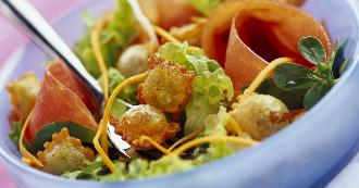 salade-de-ravioles-croquantes-et-jambon-cru
