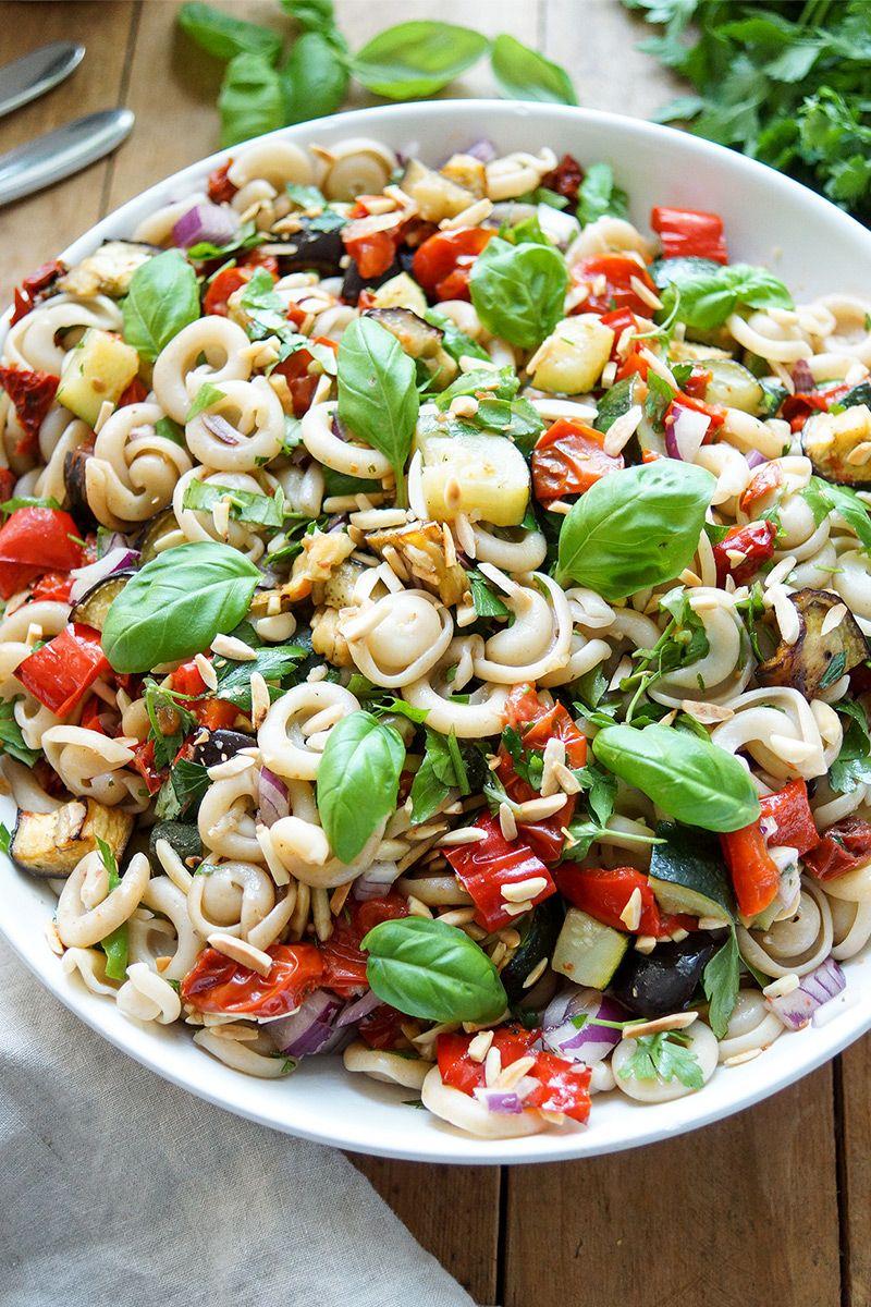 Nudelsalat mit Joghurt und buntem Gemüse - YouTube