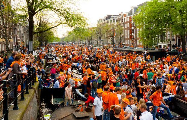 Hol' heute Dein orangefarbenes Shirt raus und feier mit uns am 27.04. #Königstag #Kingsday #Koningsdag #Hollandx