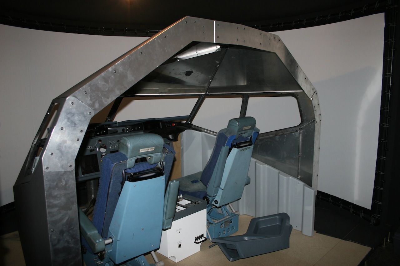 DIY curved screen for home cockpit (not mine)