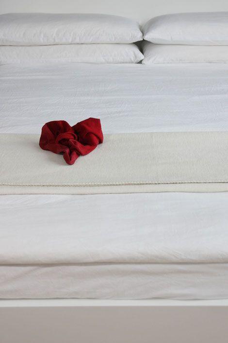 BLOG - yogipop  2.33 vitarka-bādhane pratiprakṣa-bhāvanam  Gängige Übersetzung:  Bei negativen Gedanken kann das Kultivieren des Gegenteils helfen.