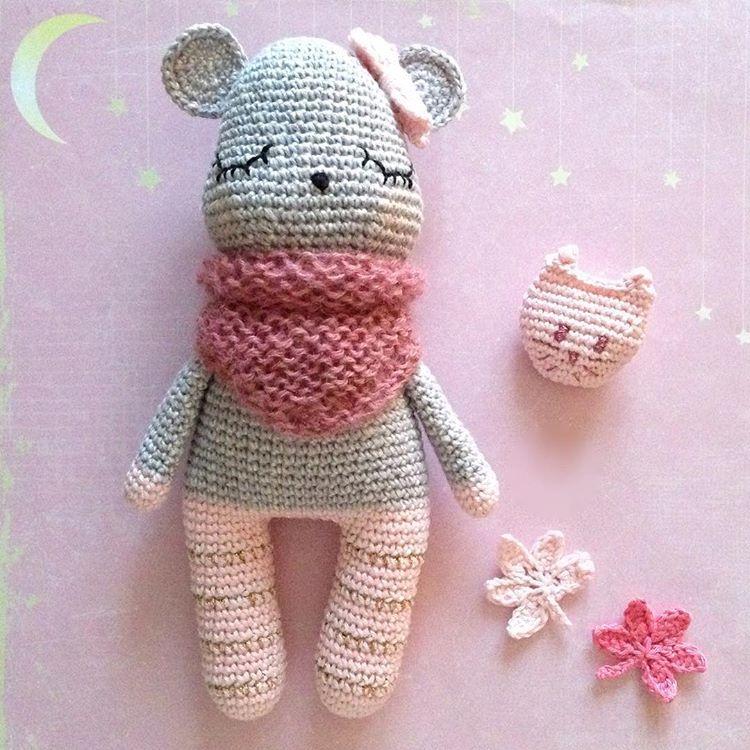 """364 Likes, 47 Comments - MamZelle Lulu (@lesptitsbonheursdemamzellelulu) on Instagram: """"Dernier petit cadeau de Noël réalisé pour Elsa, je vous présente Rose ! 💕 Quel plaisir de crocheter…"""""""