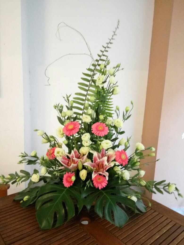 Love the greenery and basic shape, not crazy about the circular placement of the coral flowers