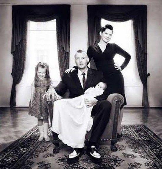 Vintage creepy old photos girl spooky family portrait