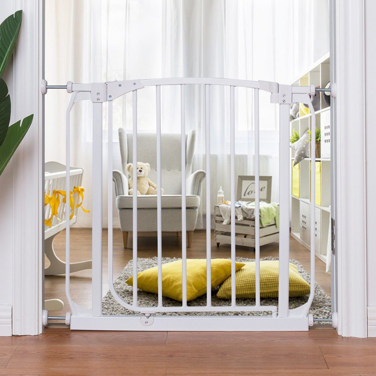 Costzon baby safety gate fits spaces between 285 to 33