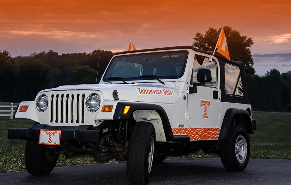 Two Of My Favorite Things Jeeps And The Vols Tennessee Volunteers Football Tennessee Football Rocky Top Tennessee