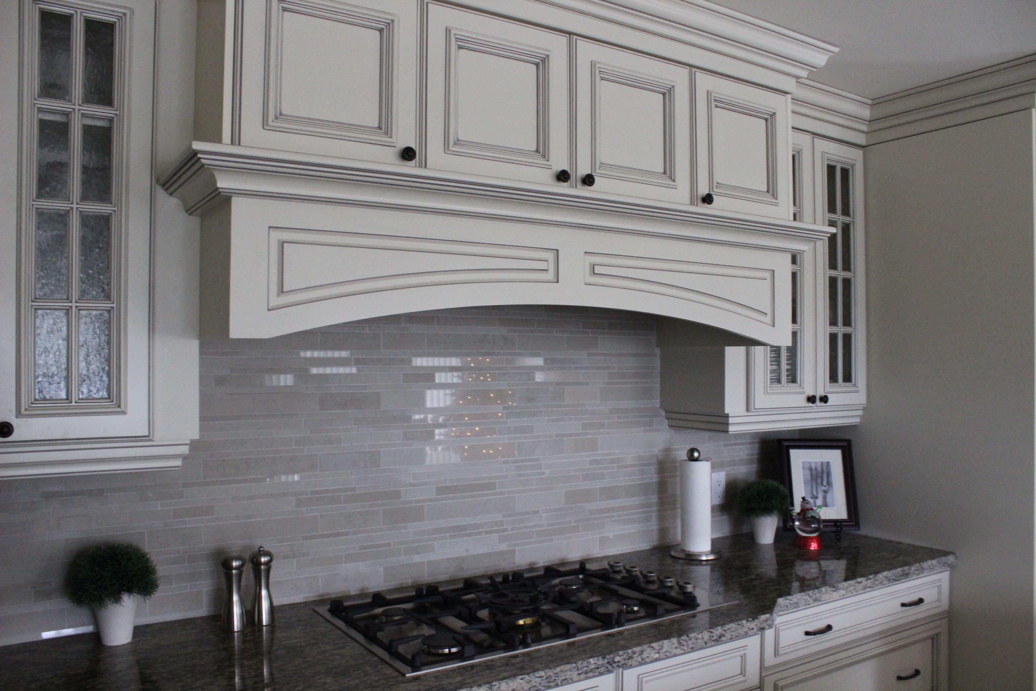 This Kitchen Features Kitchen Craft S Wellington Doorstyle In Maple Seashell With Pewter Glaze Http Www Kitchen Crafts Beautiful Kitchen Cabinets Kitchen