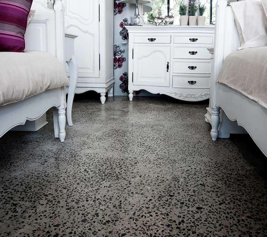 Pavimento stile vintage calcestruzzo levigato graniglia for Pavimenti in graniglia e arredamento moderno