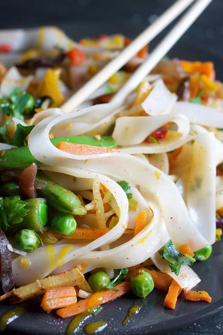 Vegan Pad Thai -  So machen Sie schnell und einfach ein veganes Pad Thai. Genießen Sie in weniger als 30 Minuten ein - #antiquedecor #apartmentdecor #bedroomdecor #hamburgermeatrecipes #homedecor #mushroomrecipes #Pad #pioneerwomanrecipes #ramennoodlerecipes #sausagerecipes #tacorecipes #Thai #thairecipes #vegan #whole30recipes
